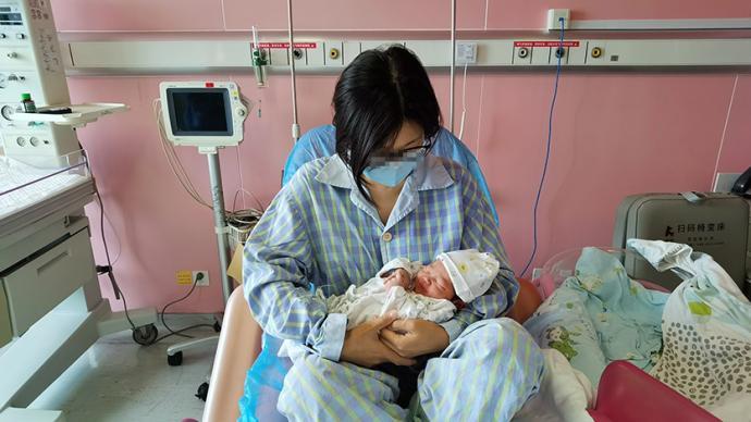 所在小区被列为中风险地区,上海孕产妇被紧急送医诞下宝宝