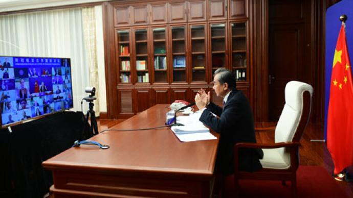 王毅主持新冠疫苗合作国际论坛首次会议