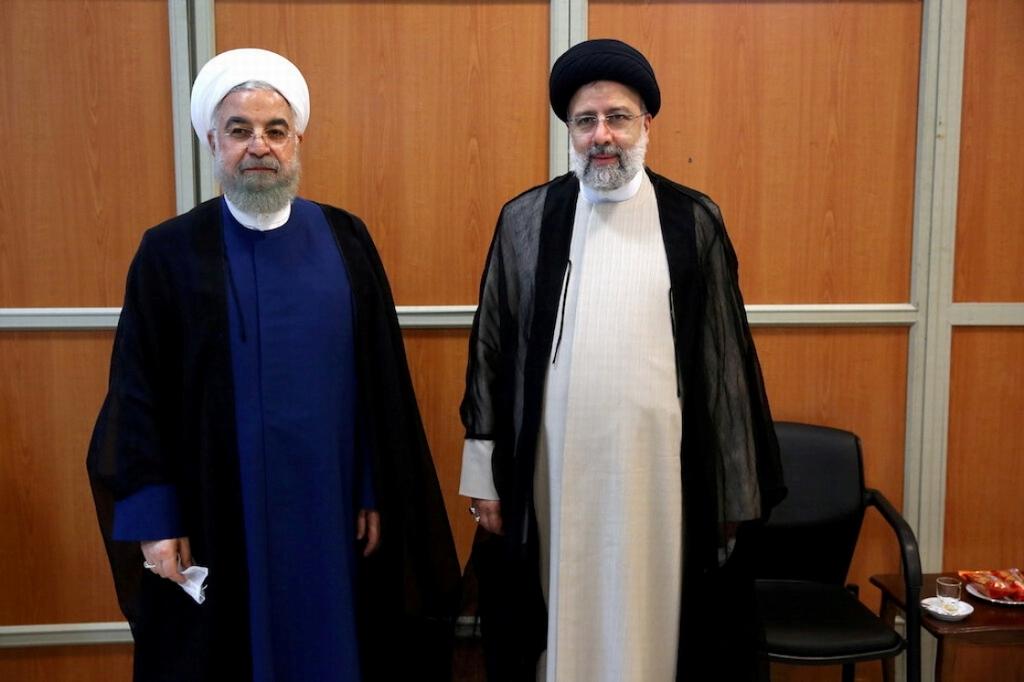 伊朗前总统鲁哈尼(左)与当选总统莱希(右)。 新华社 图