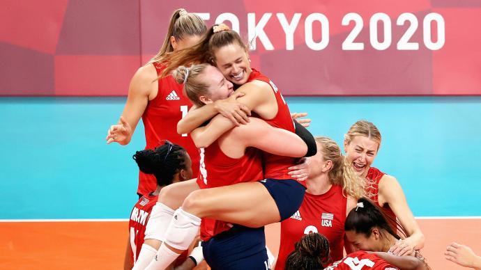 美国女排3-0击败巴西,首次夺得奥运会女排金牌