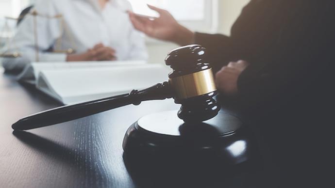 """男子偷拍女同事并發圈稱其""""老婆"""",法院:構成性騷擾"""