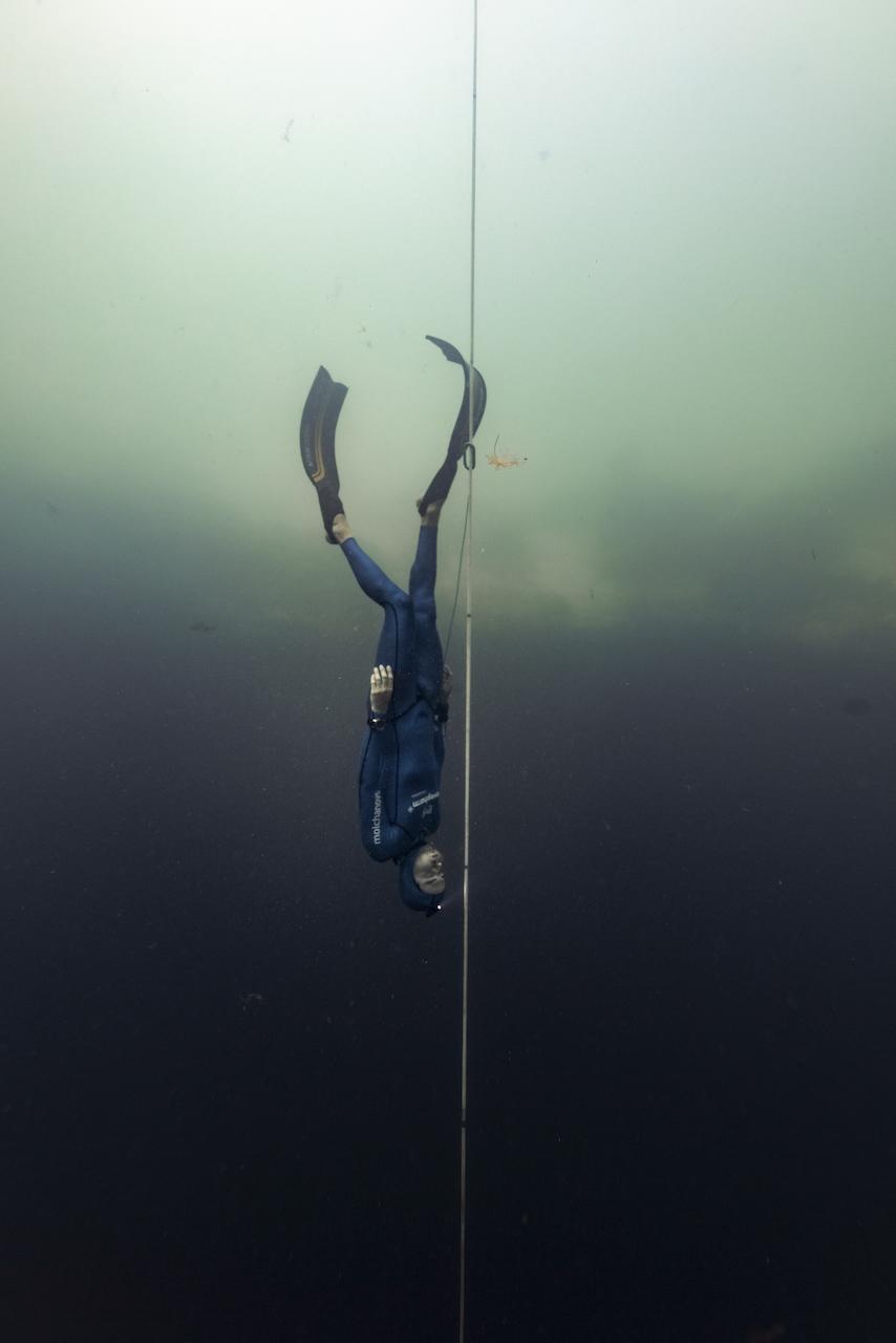 只用一口气潜入117米的深海,他打破了自由潜水世界纪录_非常品_澎湃新闻-The Paper