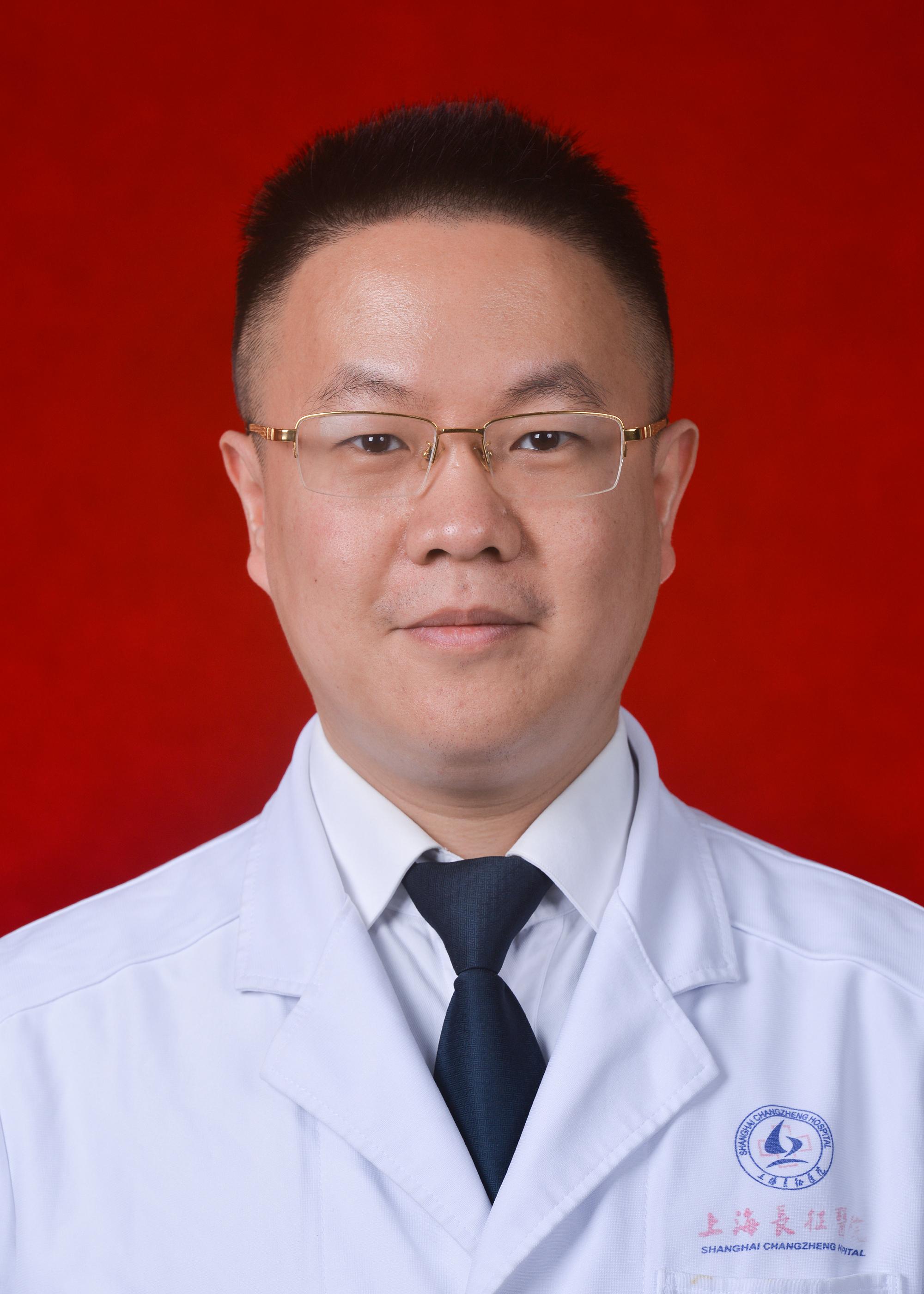全軍器官移植研究所所長、海軍軍醫大學附屬長征醫院器官移植暨肝臟外科主任、上海市胰島移植臨床質控暨培訓基地主任殷浩。