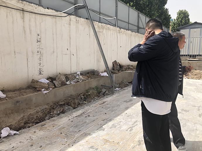 王绍文遗骸临时安葬地已被开发商用混凝土硬化。