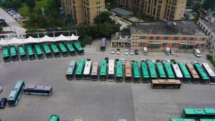 郑州市区公交线路、出租车和网约车23日全部恢复运营