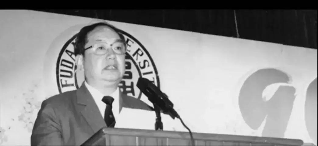 1995年5月27日,王邦佐在复旦大学九十周年校庆上发言