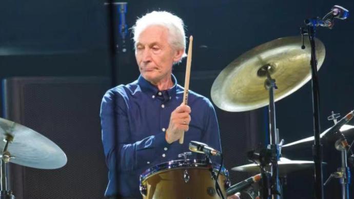 英國搖滾樂隊滾石樂隊鼓手查理·沃茨去世