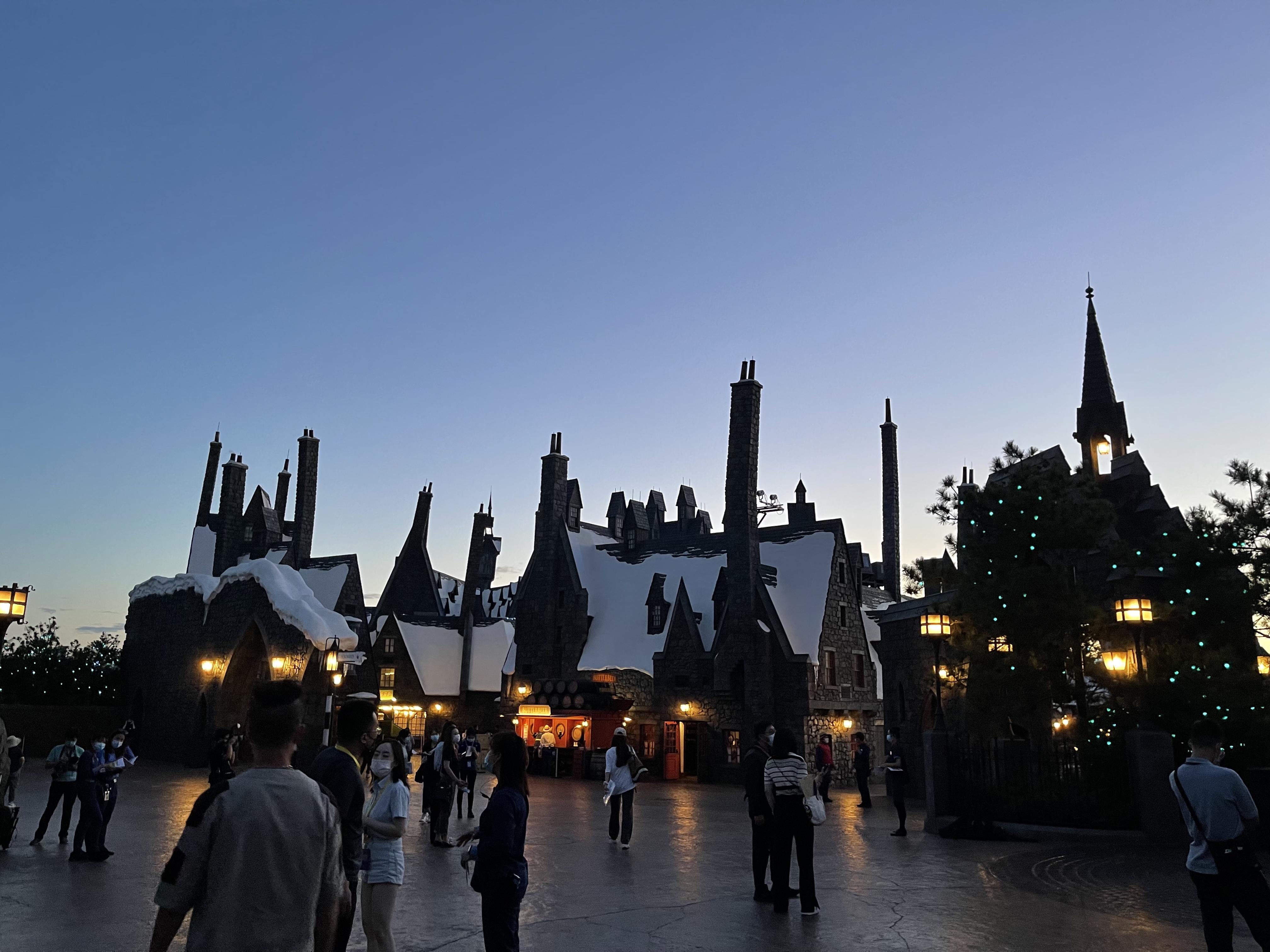 傍晚的哈利·波特的魔法世界主题园区。