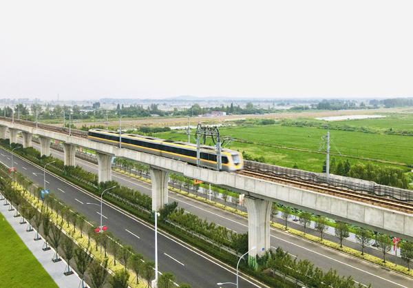 2021年8月26日,南京,地铁S9号线恢复运营。