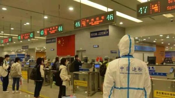 上海边检民警口岸执勤。 上海边检 供图