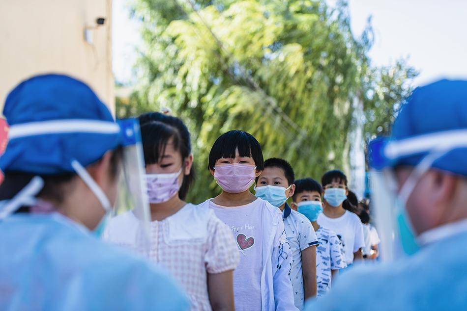8月25日,河北邢臺柏鄉縣對全縣范圍內中小學生進行核酸檢測。整個檢測過程嚴格按照預案、井然有序,確保廣大師生安全返校、健康復學。
