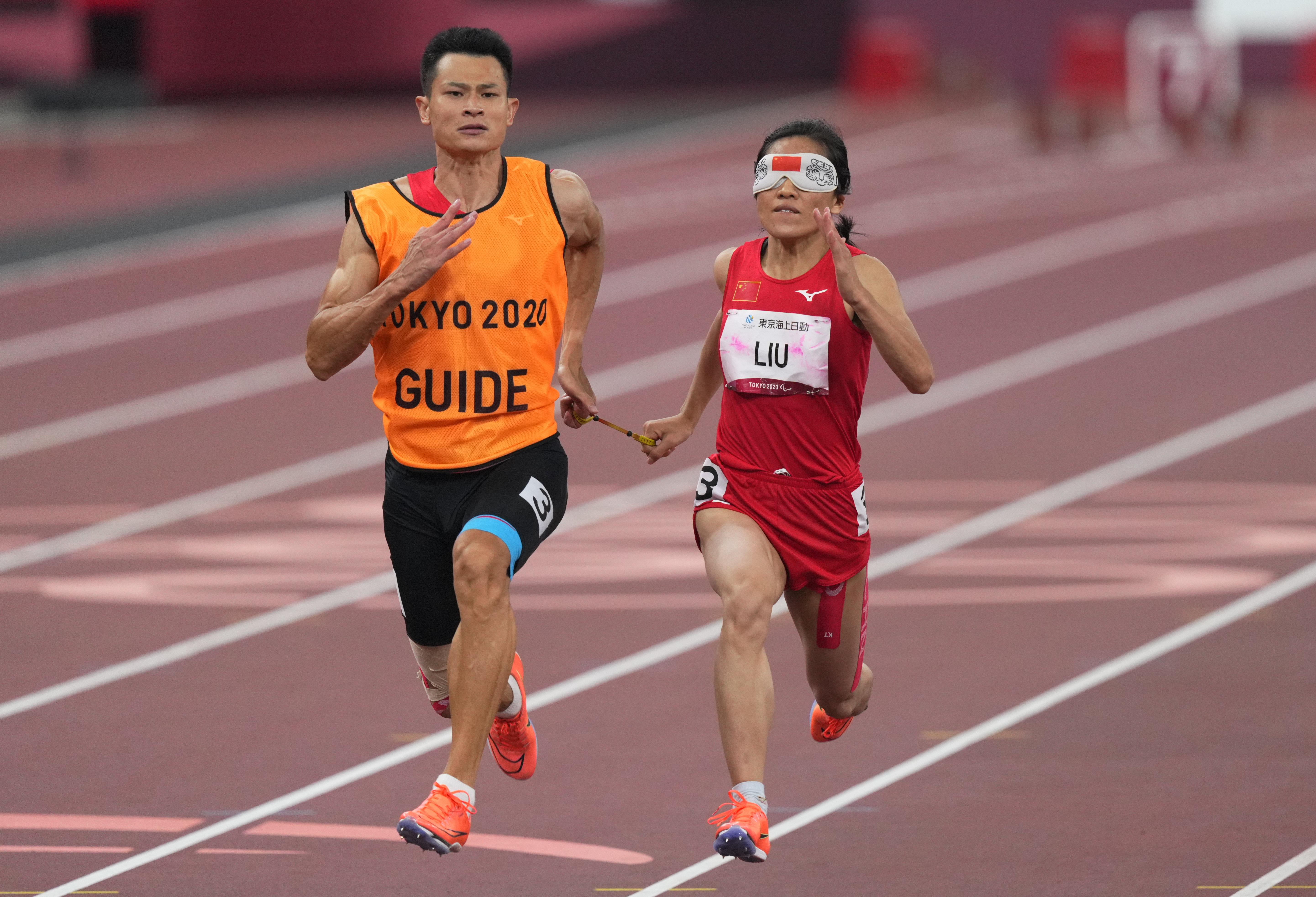 刘翠青和领跑员徐冬林。