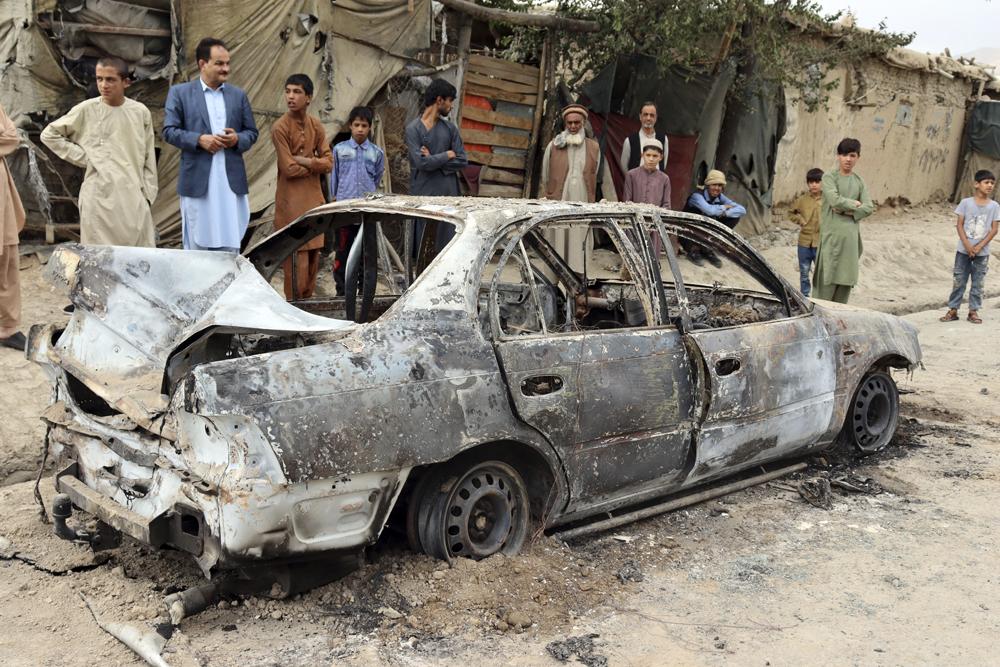 當地時間2021年8月30日,阿富汗首都喀布爾,當地居民可以聽到機場導彈防御系統響應的聲音,有彈片掉到街上,現場民眾一片恐慌。