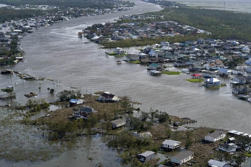 """2021年8月30日,路易斯安那州拉菲特,颶風""""艾達""""過后的城市。"""
