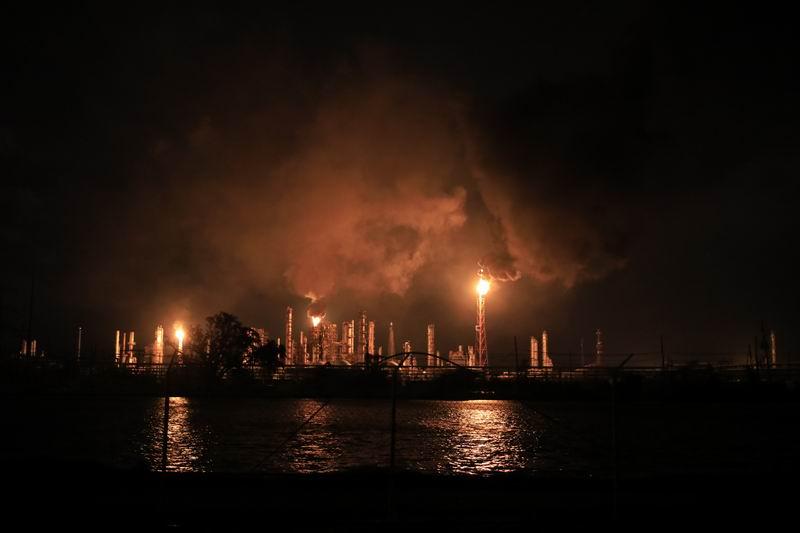 受颶風影響,兩個州數百個石油生產平臺緊急關閉。