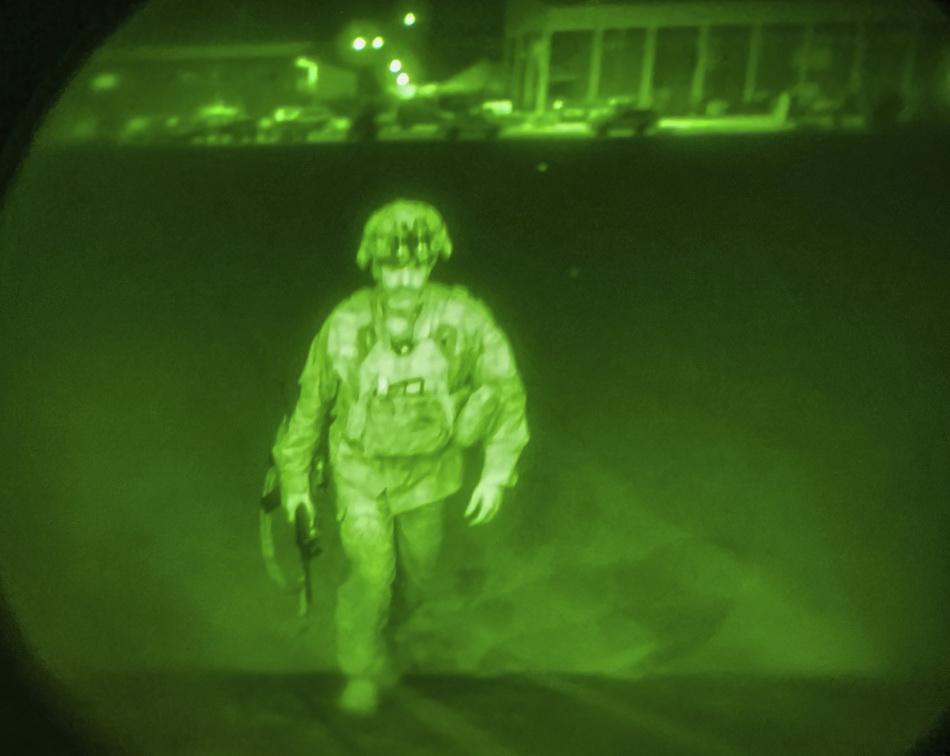 克里斯·多納休是第82空降師指揮官,是最后一名離開阿富汗喀布爾國際機場的美國士兵。澎湃影像 圖