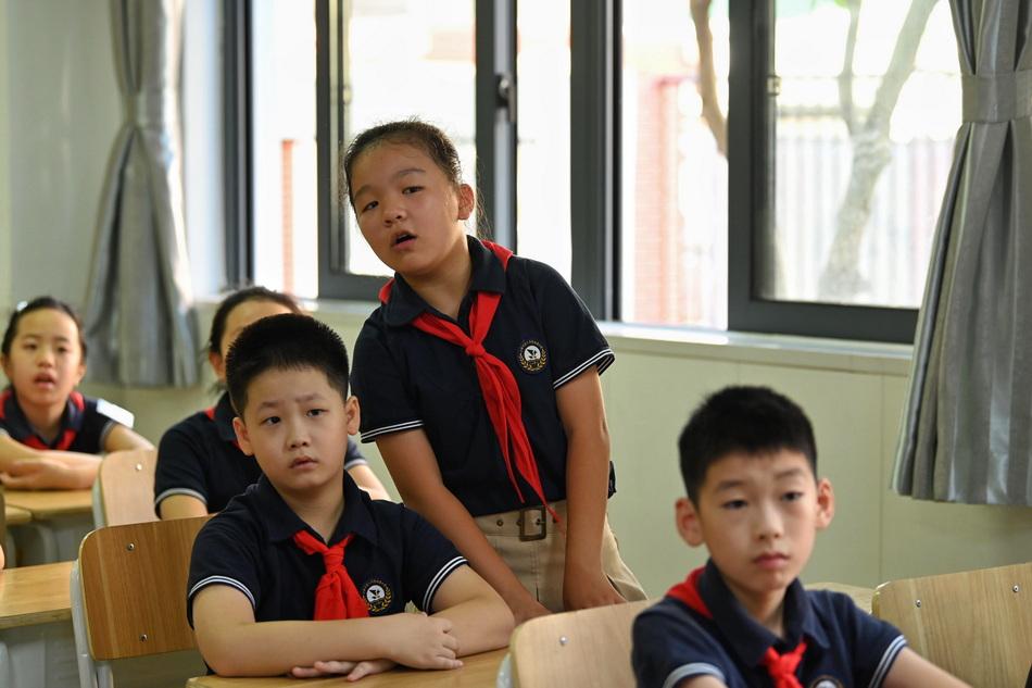 9月1日,六師附小,交通安全課上回答問題的學生。澎湃新聞記者 孫湛 圖