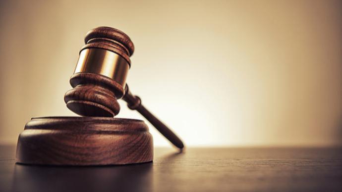 寧波一醉駕男子在警車行駛途中搶奪方向盤并襲警,獲刑八個月