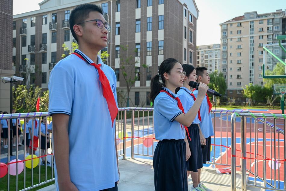 七寶金都的九年級學生代表在開學典禮上朗誦。澎湃新聞記者 朱偉輝 圖