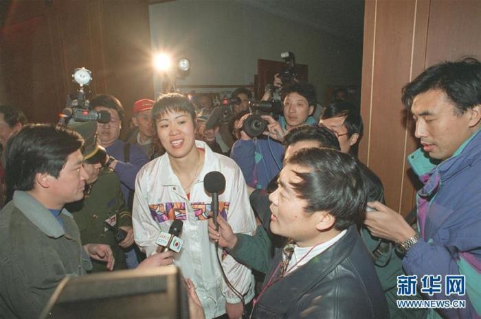 1995年,郎平從美國歸來出任中國女排主教練。 新華社記者 官天一 攝 圖片來源:新華網