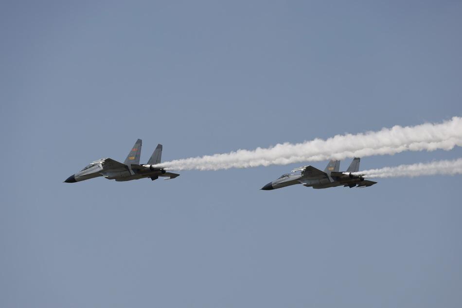2021年9月2日,空軍兩架戰斗機護航。