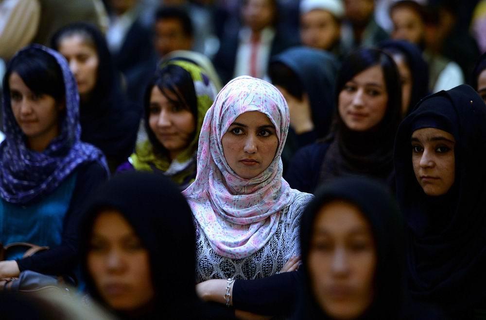 2013年9月26日,阿富汗婦女在政治集會上聽演講。