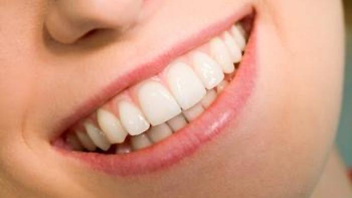 """调查:美容师跨界""""美牙""""培训两天就上岗!当心美牙变毁牙"""