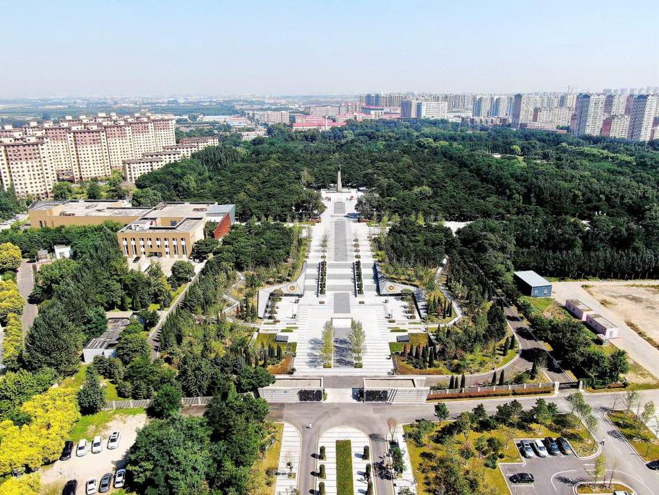 2021年9月3日,初秋的沈陽抗美援朝烈士陵園,草木蔥蘢,蒼柏如肅。
