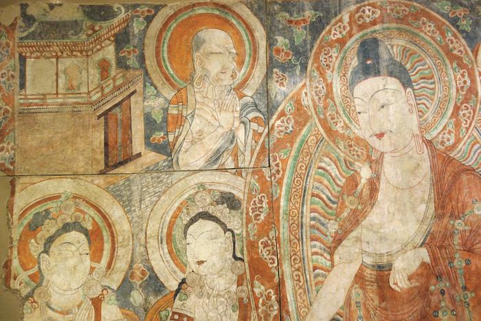 《誓愿圖》細節,上有建筑和花卉紋飾,柏孜克里克第15窟壁畫,370×227厘米,11世紀,俄羅斯圣彼得堡國立艾爾米塔什博物館Ty-775(魯克斯攝影)。
