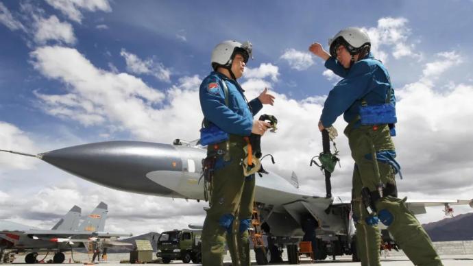 2022空军招飞开始了:面向高中毕业男生,可选清华北大