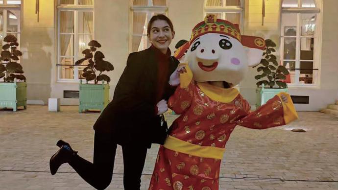 用法语翻唱中文歌,法国女孩爱黎在中国的文化网红之旅