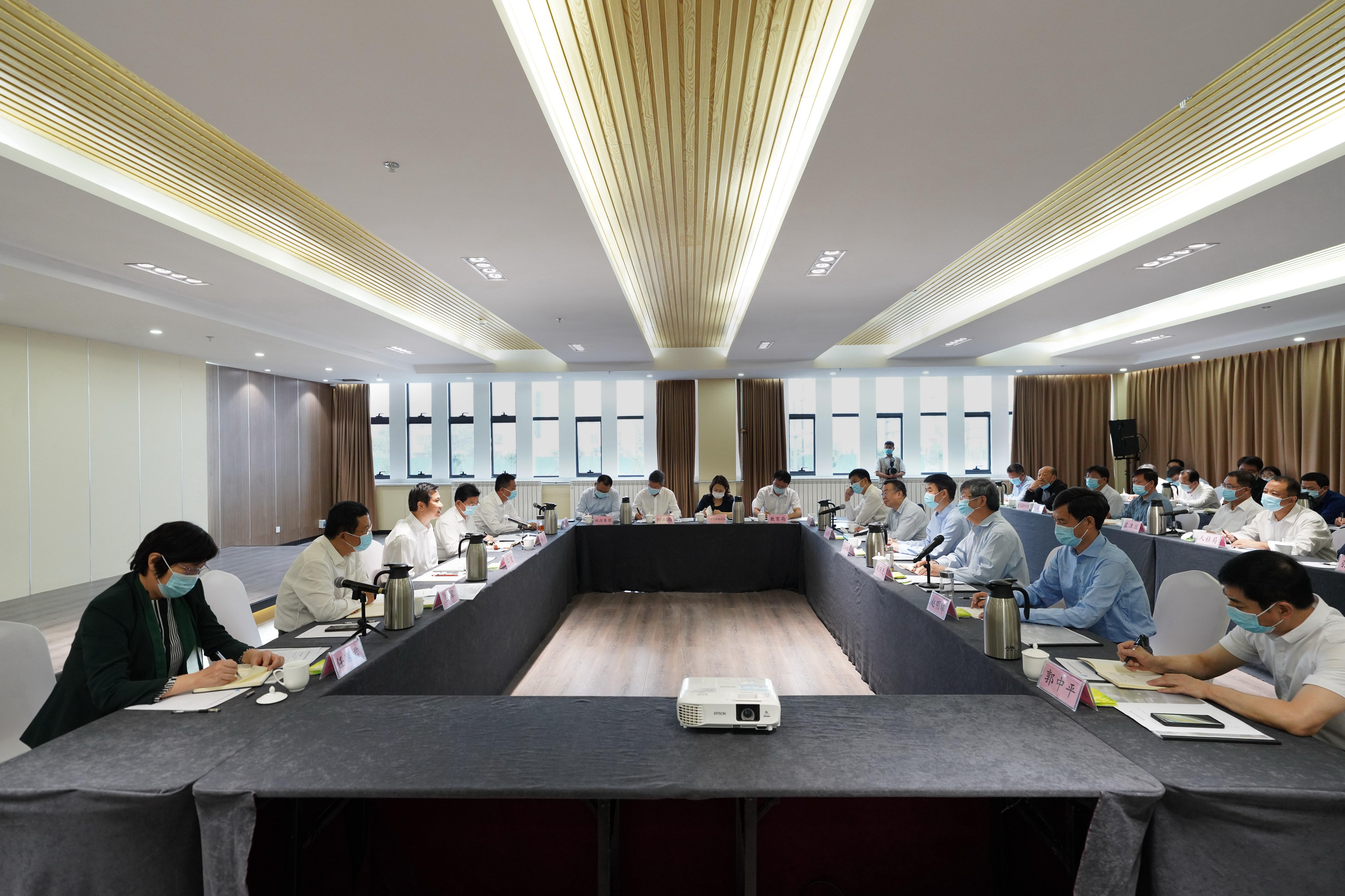 郑州大学与洛阳市深化合作座谈会在洛阳举行。 郑州大学官网 图