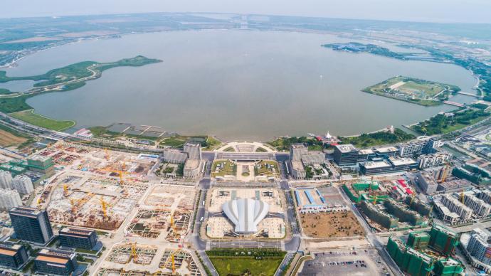 臨港新片區正式落實教育單位錄用非上海生源應屆生落戶加3分