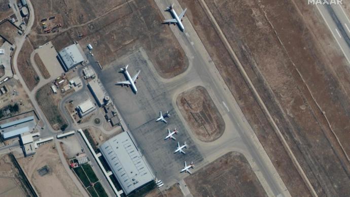 阿富汗塔利班遲遲不批準起飛,千人受困馬扎里沙里夫機場多天