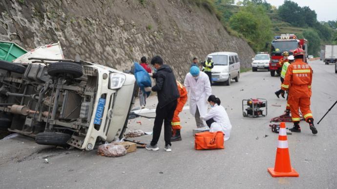 两天两起农村车祸致27人死亡,半月谈:多少家庭为之破碎