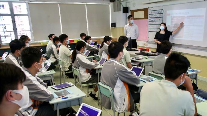 公民与社会发展科在香港高一年级全面推行,逐步取代通识科
