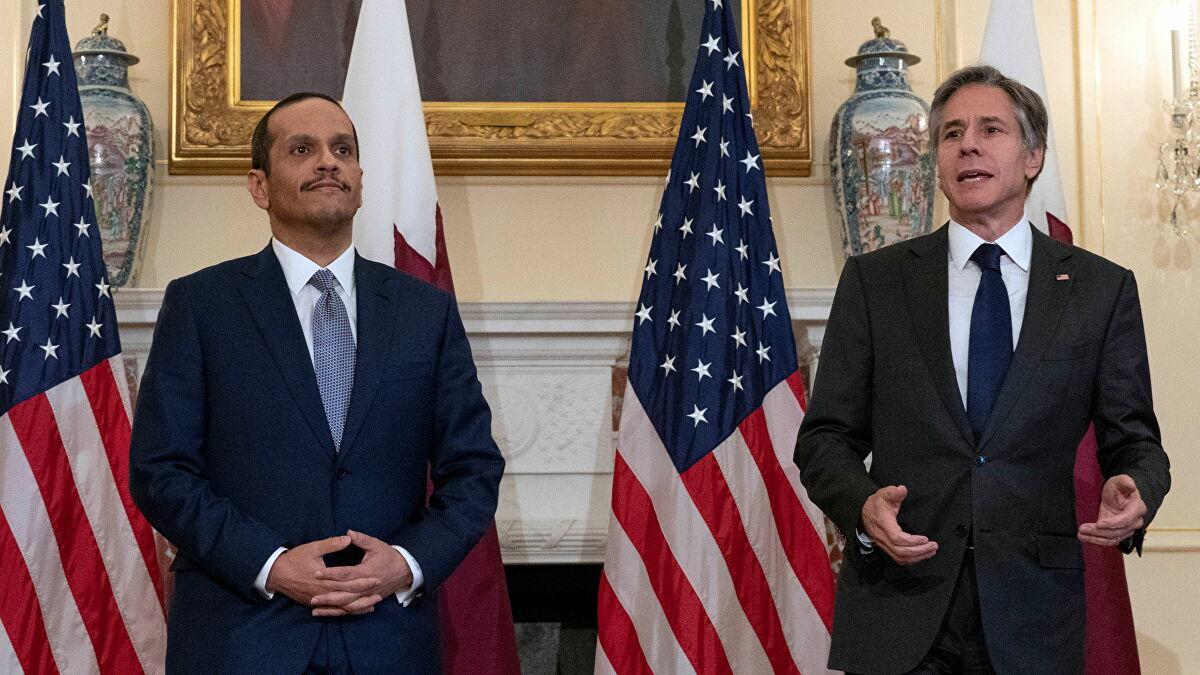 布林肯(右)和卡塔副首相兼外交大臣穆罕默德(左)。 资料图