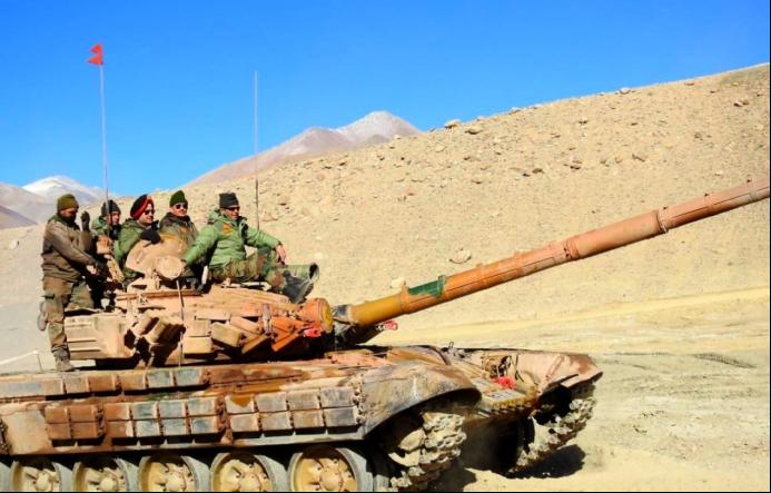 印軍在高原地區部署的T-72M1坦克。