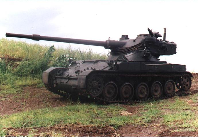 AMX-13輕型坦克最大特點是采用了搖擺式炮塔。