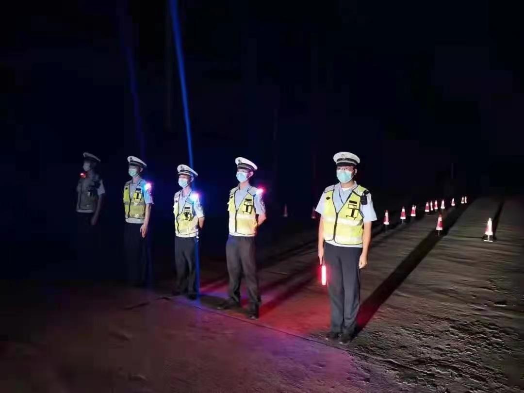 疫情发生后,村里增加了很多巡逻和维持秩序的民警。 本文图片受访者供图