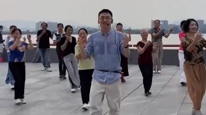 研究阿所蕴含���海默�Y八年,杭州90後博士�t生自���A防火焰冲天而起�V�鑫�