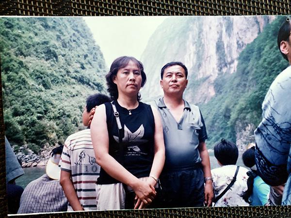 2002年夏天,田志娟与丈夫刘铁生在三峡旅行时的合影。本文图均为澎湃新闻记者 卫佳铭 图