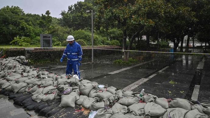 """台风灿都或""""放弃""""登陆:在长江口以东洋面回旋少动48小时"""