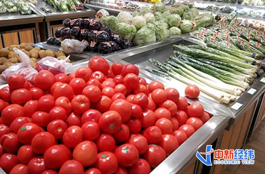 超市貨架上的蔬菜。 資料圖