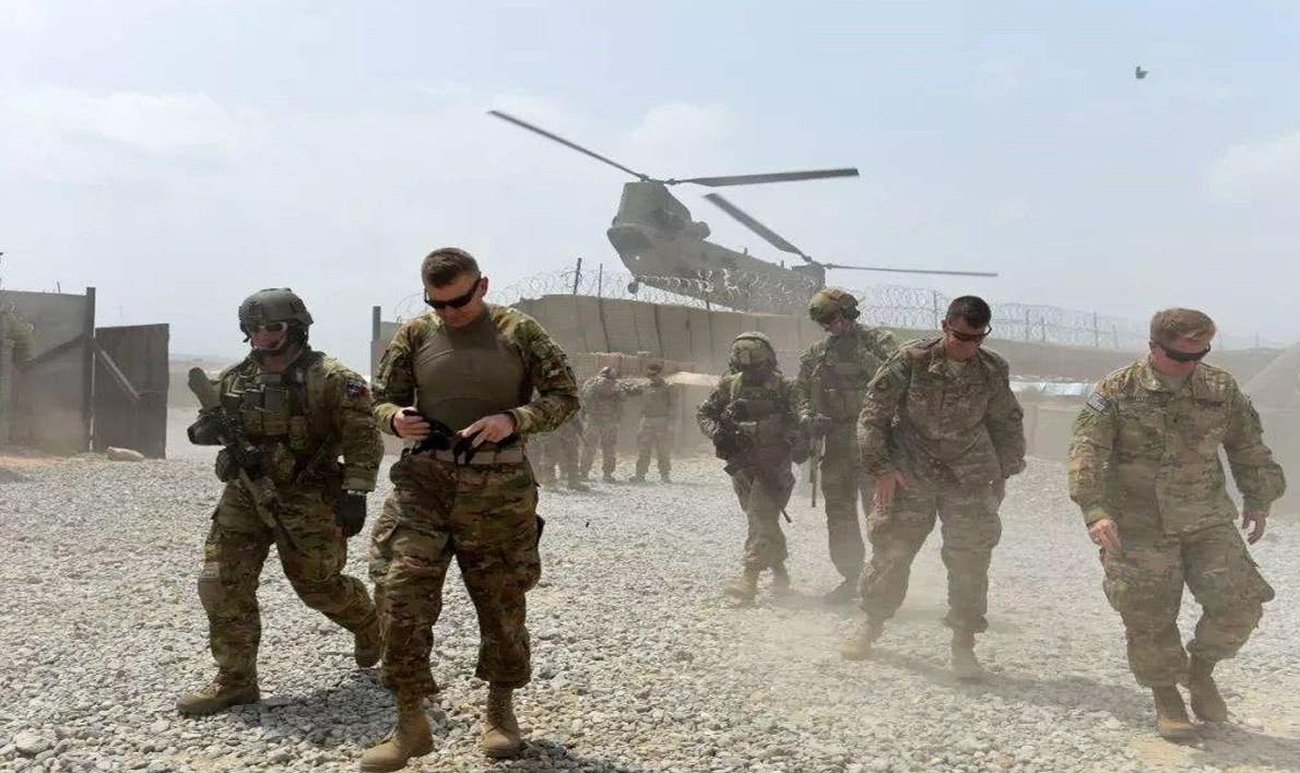 """美國的全球""""反恐戰爭""""并不純粹,背后隱藏著諸多其他意圖,帶有明顯的推行美國戰略意圖的傾向。"""