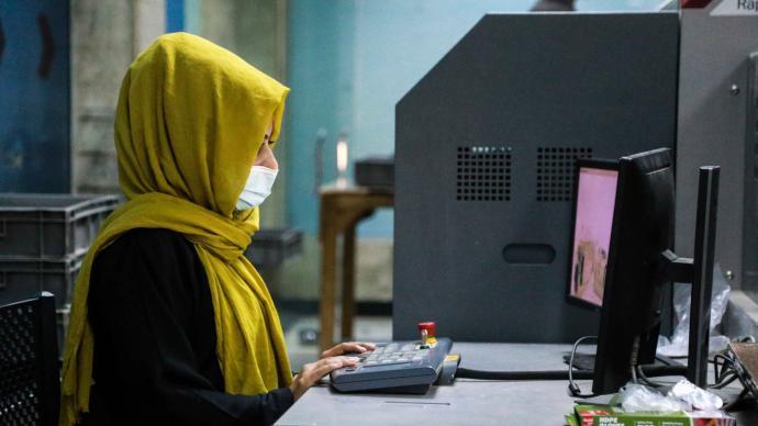 """外媒:塔利班高�尤酥皇堑吐�吟道�T�Q""""阿富汗女性不能和男性一起工作"""""""