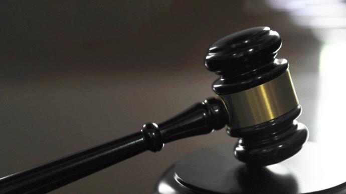 民警盜嫌疑人微信消費案宣判:刑期逾3年,被害方不滿稱將申請抗訴