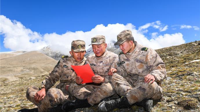 """軍網專稿丨習主席的回信在""""高原戍邊模范營""""引起強烈反響"""