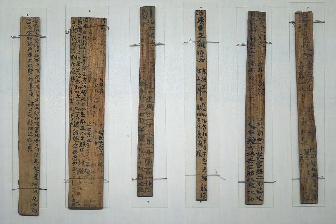 《治百病方》木牍六枝 东汉 甘肃省博物馆藏