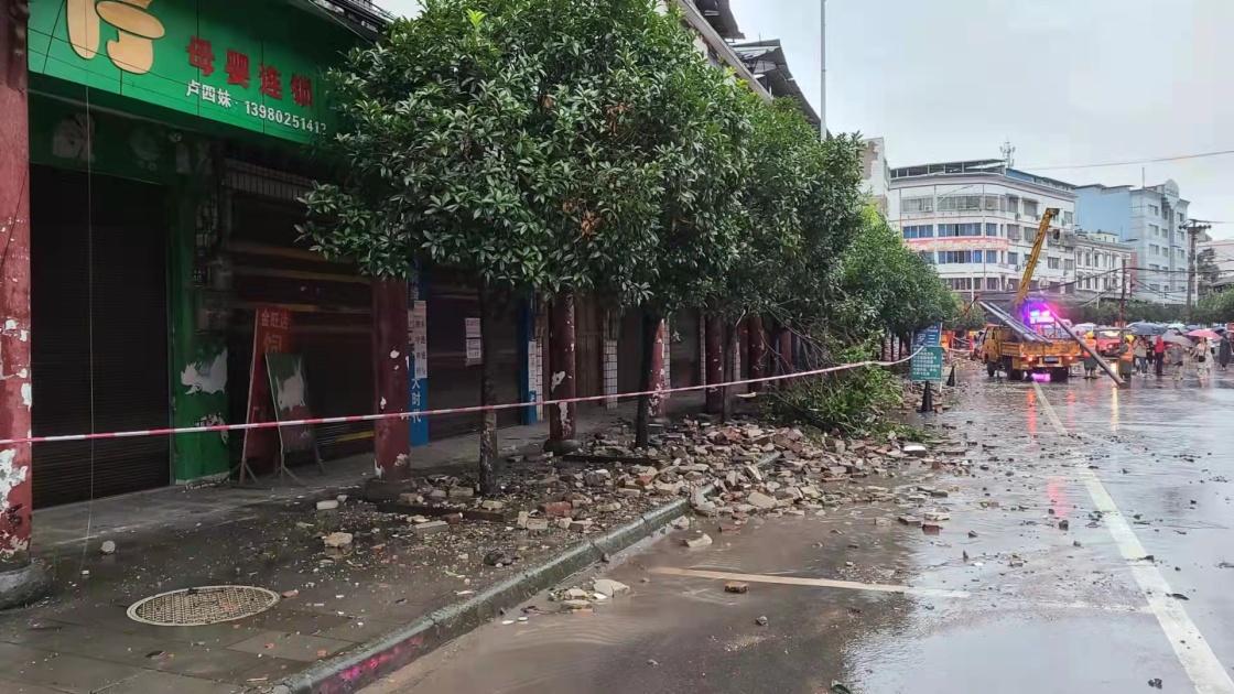 9月16日拍摄的地震发生后的泸县街道(手机图片)。 新华社 图